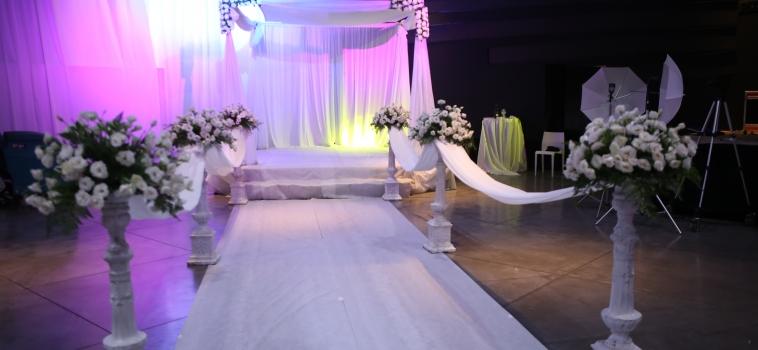 חתונה OUT